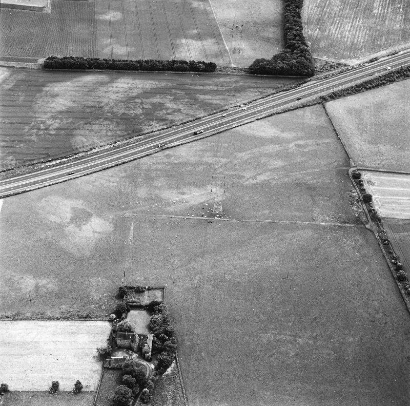 Monkton House and Newton, oblique aerial view, taken from the NW, centred on a series of cropmarks including those of a pit-alignment. Monkton House is visible in the bottom left-hand corner of the photograph.