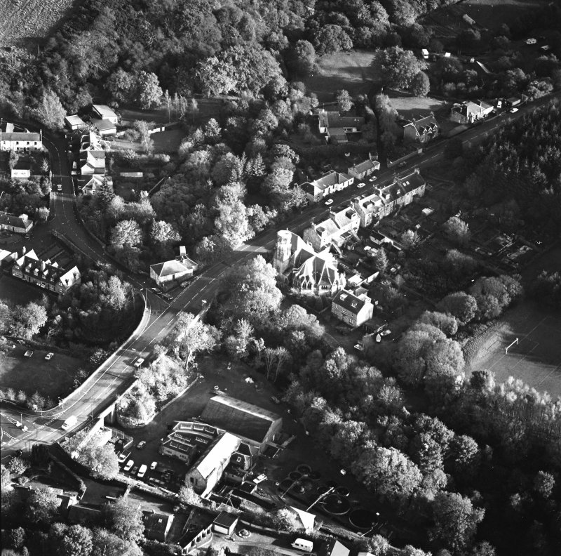 Oblique aerial view of Penicuik, Peebles Road, Penicuik Free Church centred on the church with an adjacent road bridge, taken from the NW.
