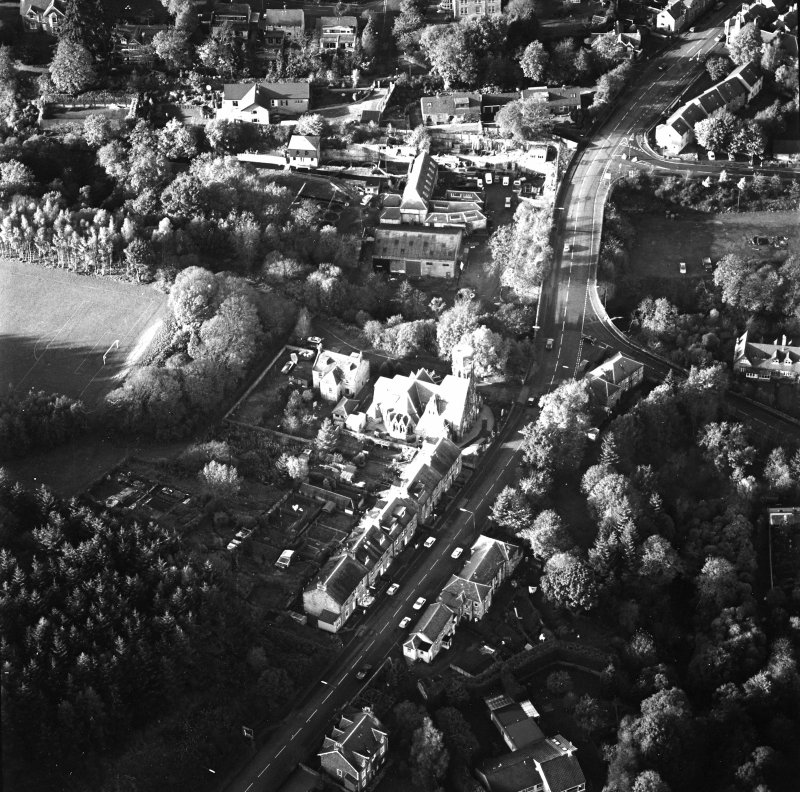 Oblique aerial view of Penicuik, Peebles Road, Penicuik Free Church centred on the church with an adjacent road bridge, taken from the SE.