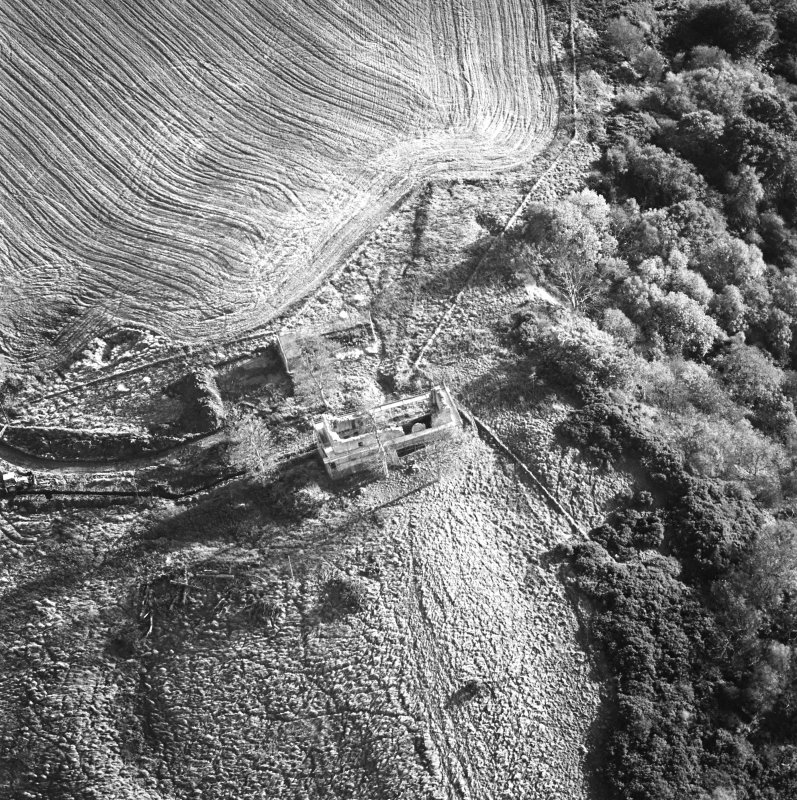 Oblique aerial view of Penicuik, Castle Brae, Uttershill Castle centred on the remains of a tower-house, taken from the N.