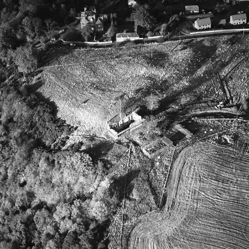 Oblique aerial view of Penicuik, Castle Brae, Uttershill Castle centred on the remains of a tower-house, taken from the S.