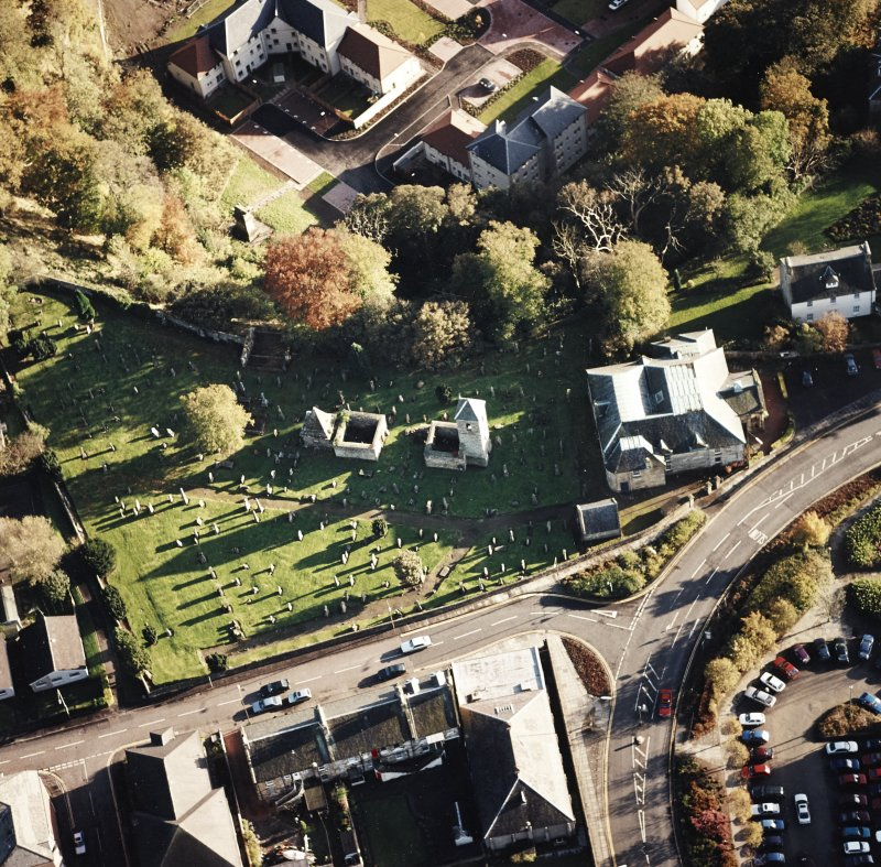 Oblique aerial view of Penicuik, ST Kentigern's Church and Churchyard centred on the church, churchyard and burial ground, with an adjacent mausoleum and church and hearse house, taken from the N.