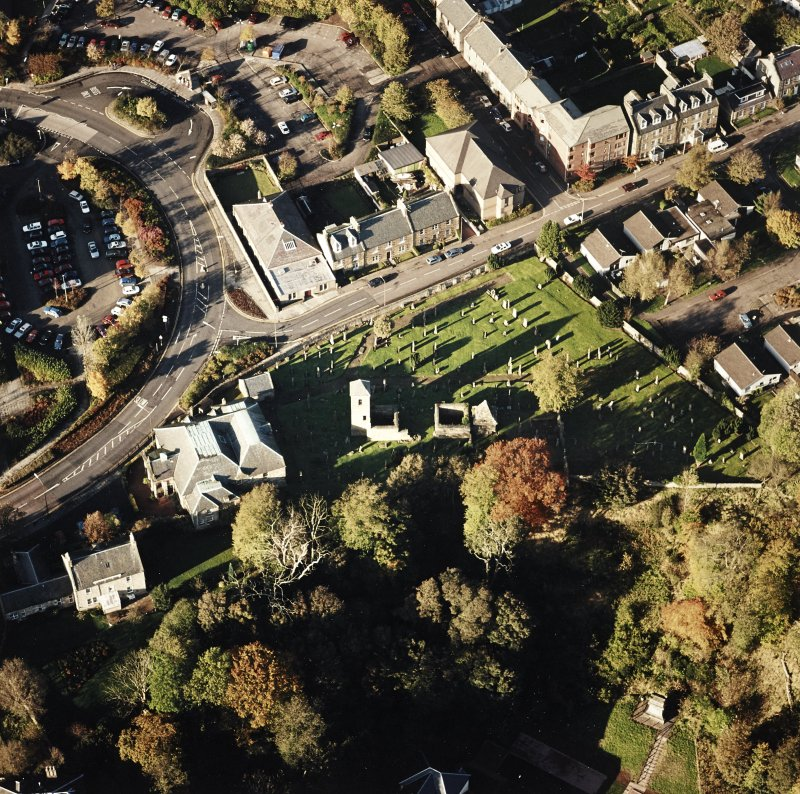 Oblique aerial view of Penicuik, ST Kentigern's Church and Churchyard centred on the church, churchyard and  burial ground, with an adjacent mausoleum and church and hearse house, taken from the S.