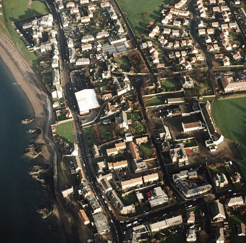 Oblique aerial view of Prestonpans, Kirk Street, Prestongrange Church centred on a church and graveyard, taken from the W.