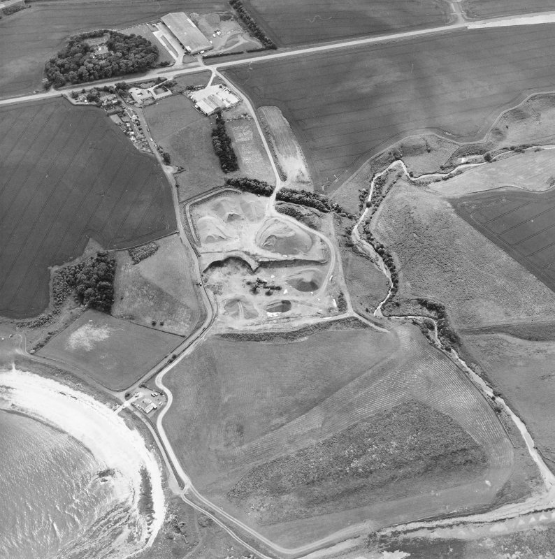 Oblique aerial view centred on the quarry with the farmhouse adjacent, taken from the NE.