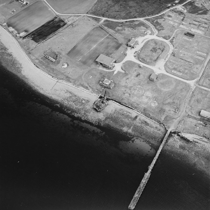 Hoy, Rinnigill, oblique aerial view, taken from the NNW, centred on the crane, and showing Rinnigill Military Camp in the top right hand corner of the photograph.