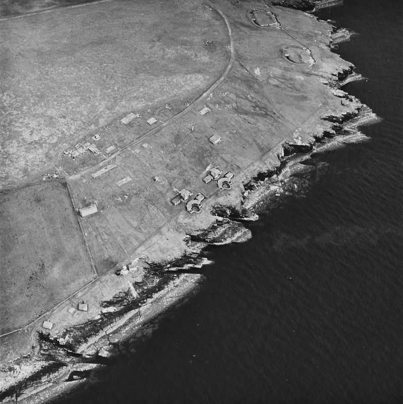Oblique aerial view, taken from the N, centred on Balfour Battery, and showing Hoxa Battery in the top right-hand corner area of the photograph.