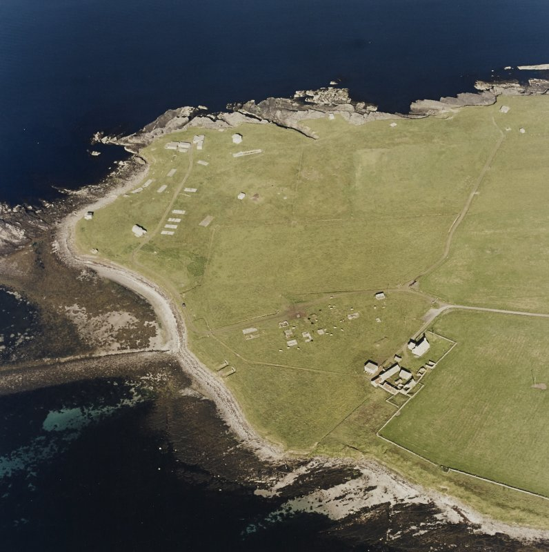 Oblique aerial view of Orkney, Rerwick Head, Rerwick Battery, taken from the W.  Visible are the gun-emplacements, battery observation tower, searchlight platforms, concrete hut bases for the accommodation camp and two air-raid shelters cut into the shore..