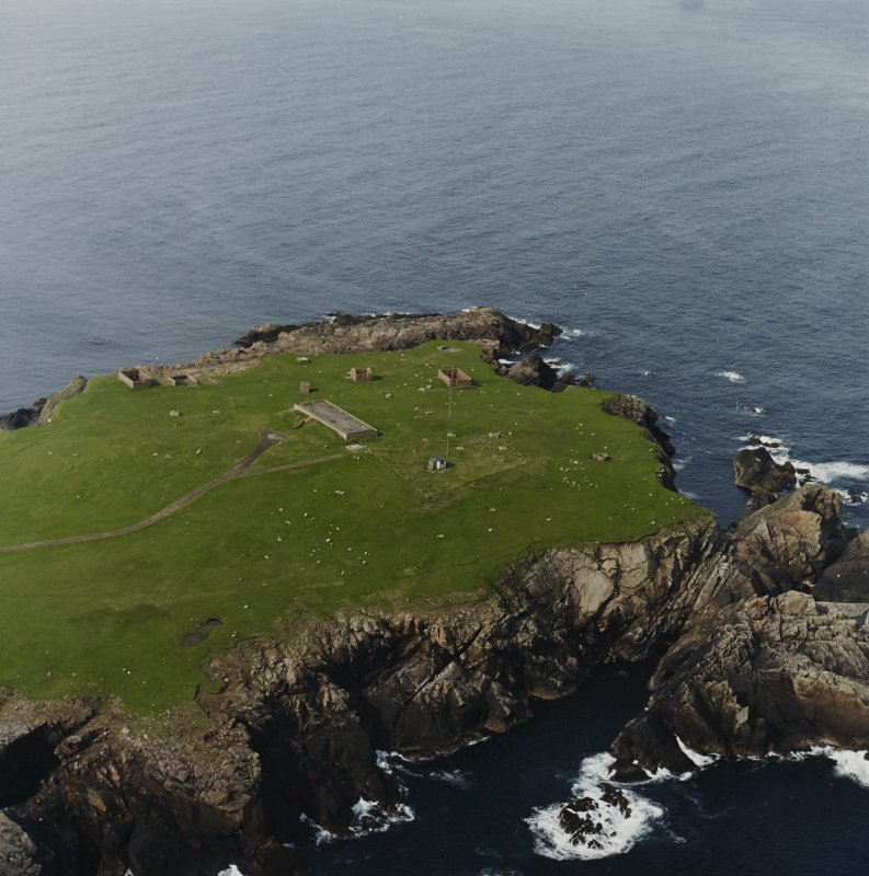 Oblique aerial view centred on the remains of the radar station, taken from the SSW.