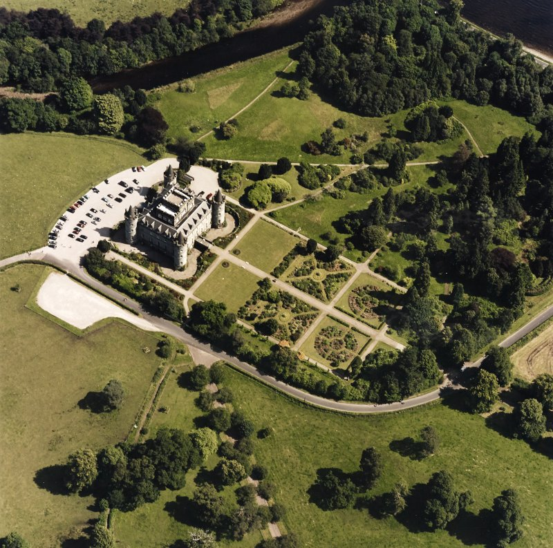 Oblique aerial view centred on the country house and garden, taken from the WNW.