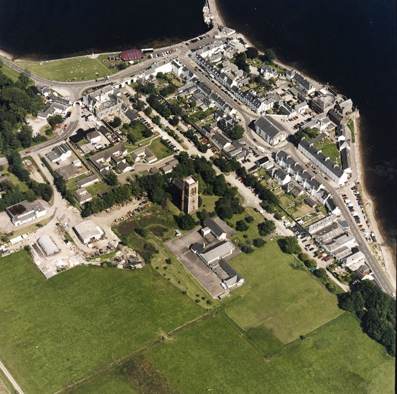 Oblique aerial view centred on the town of Inveraray, taken from the WSW.