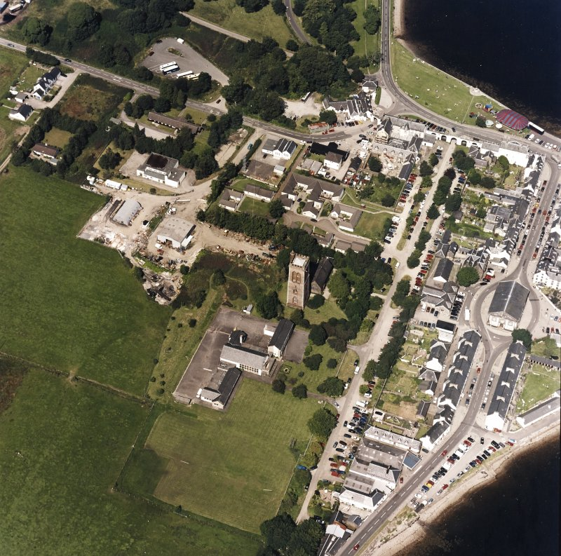 Oblique aerial view centred on the town of Inveraray, taken from the S.