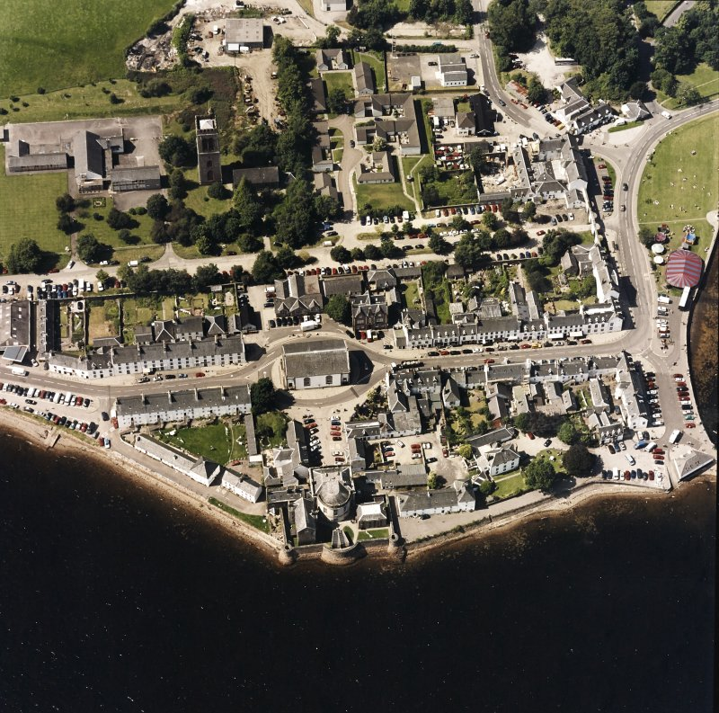 Oblique aerial view centred on the town of Inveraray, taken from the ESE.