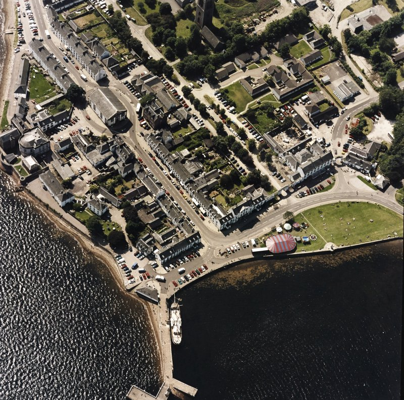 Oblique aerial view centred on the town of Inveraray, taken from the ENE.