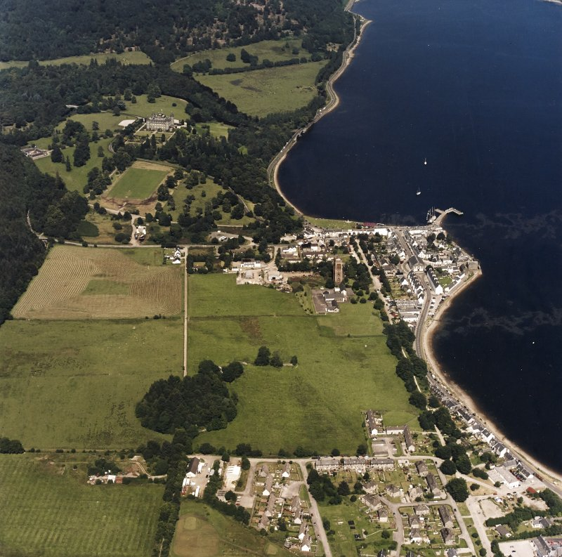 General oblique aerial view centred on the town with country house adjacent, taken from the SW.