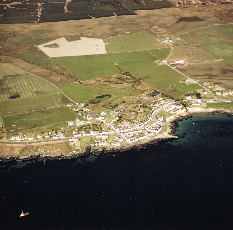 Oblique aerial view centred on the village with the farmstead adjacent, taken from the SE.