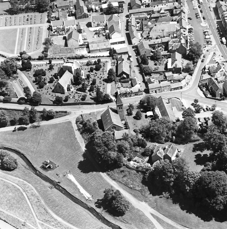 Oblique aerial view of Biggar centred on Biggar Church, churchyard and Moat Park Church, taken from the W.