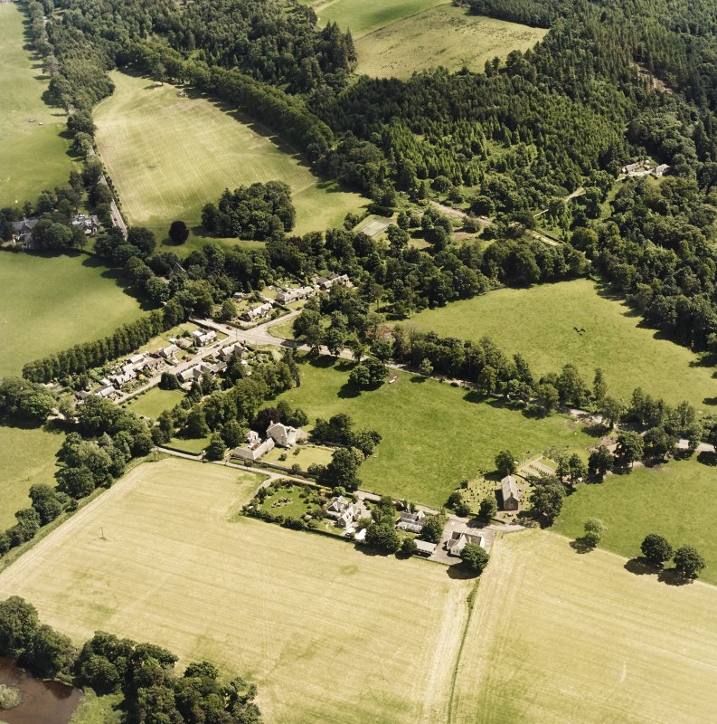 Oblique aerial view centred on Lamington village, taken from the WNW.