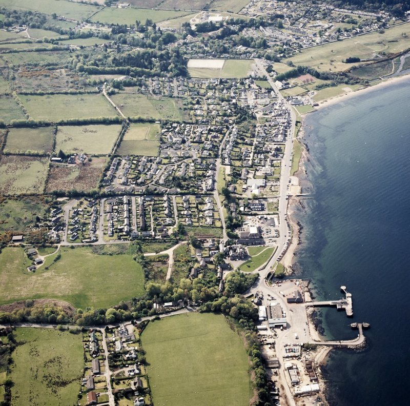 Oblique aerial view centred on the town and pier, taken from the ESE.