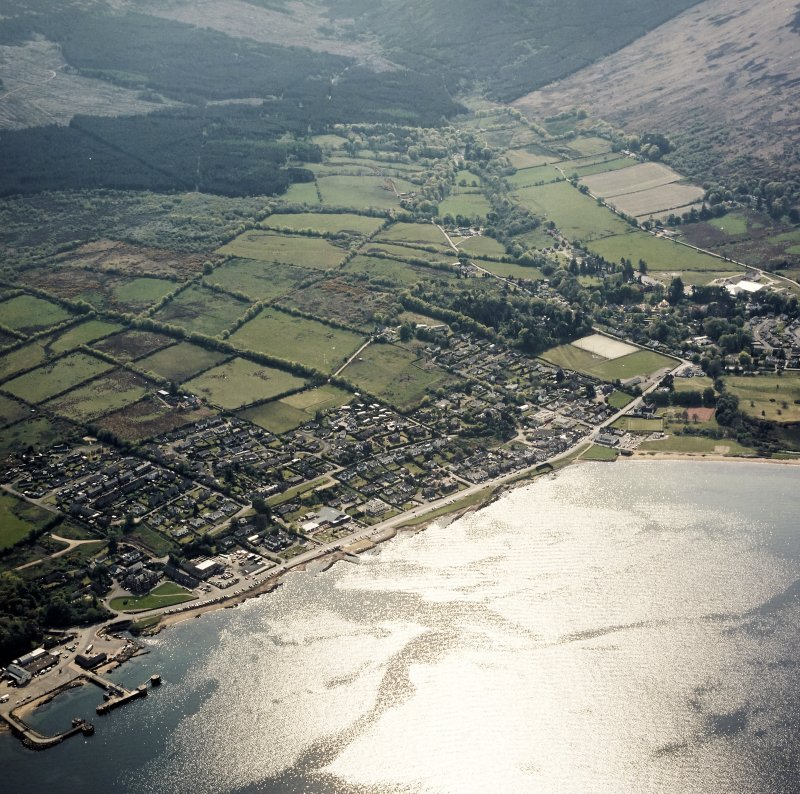 Oblique aerial view centred on the town and pier, taken from the NE.