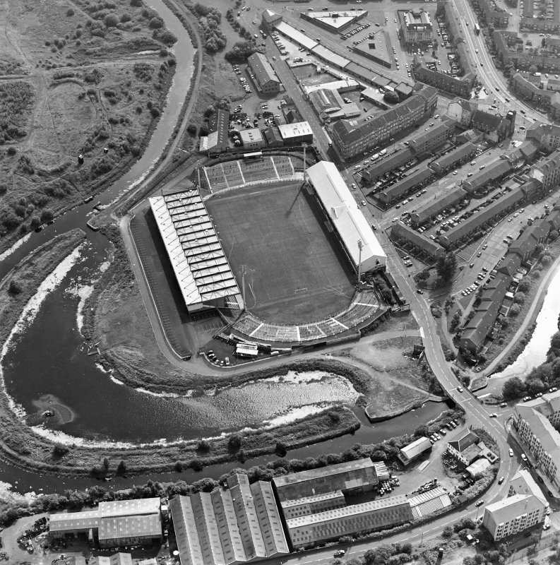 Maryhill, oblique aerial view, centred on Firhill Park and the Forth and Clyde Canal. St Cuthbert's Church is visible in the top right-hand corner of the photograph