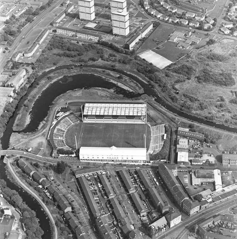 Maryhill, oblique aerial view, centred on Firhill Park and the Forth and Clyde Canal. St Cuthbert's Church is visible in the bottom right-hand corner of the photograph