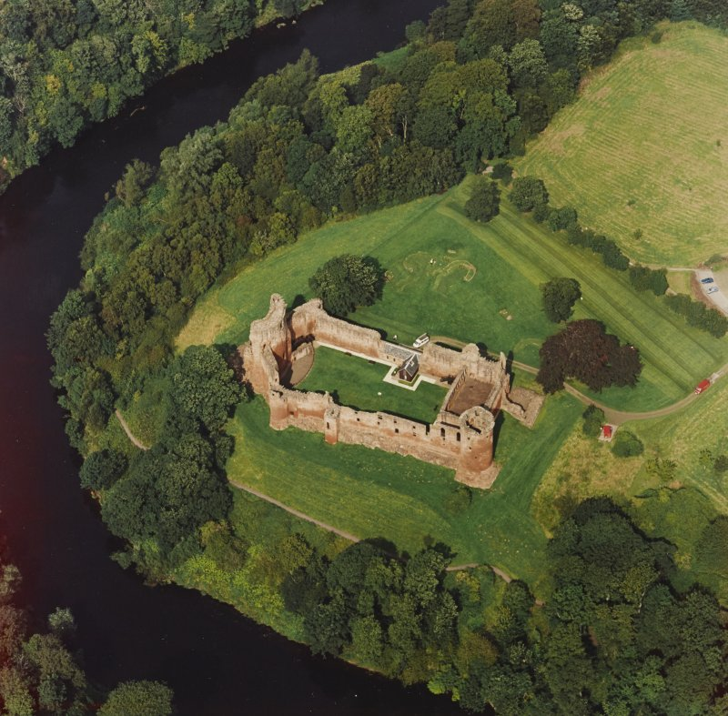 Bothwell Castle, oblique aerial view, taken from the SSE.