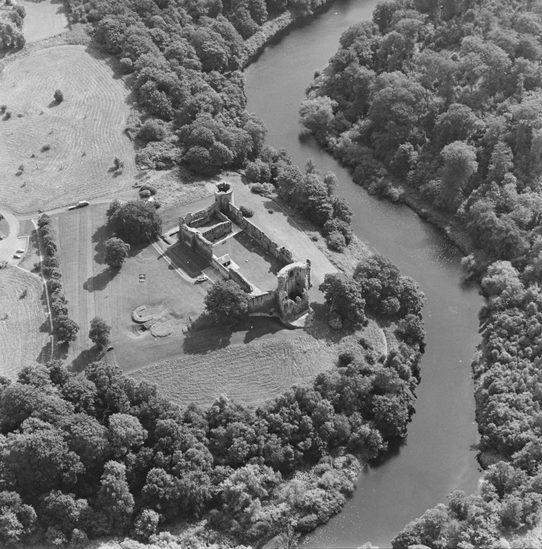 Bothwell Castle, oblique aerial view, taken from the NW.