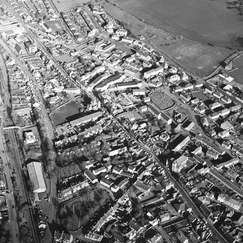 General oblique aerial view centred on the SE area of the town, taken from the WSW.