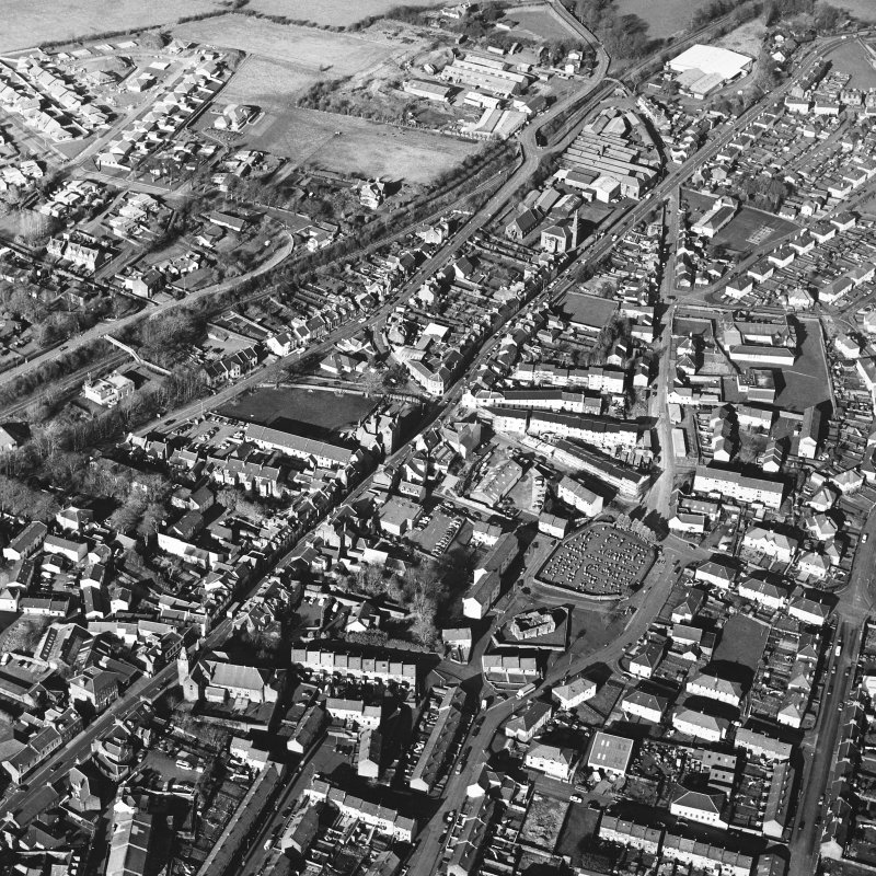 General oblique aerial view centred on the SE area of the town, taken from the S.
