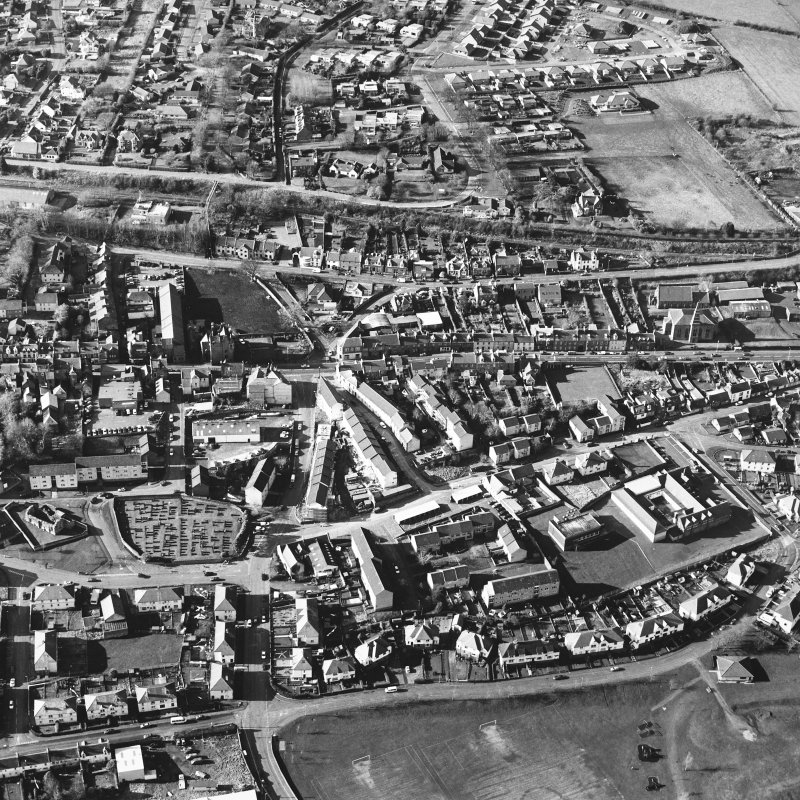 General oblique aerial view centred on the SE area of the town, taken from the SE.