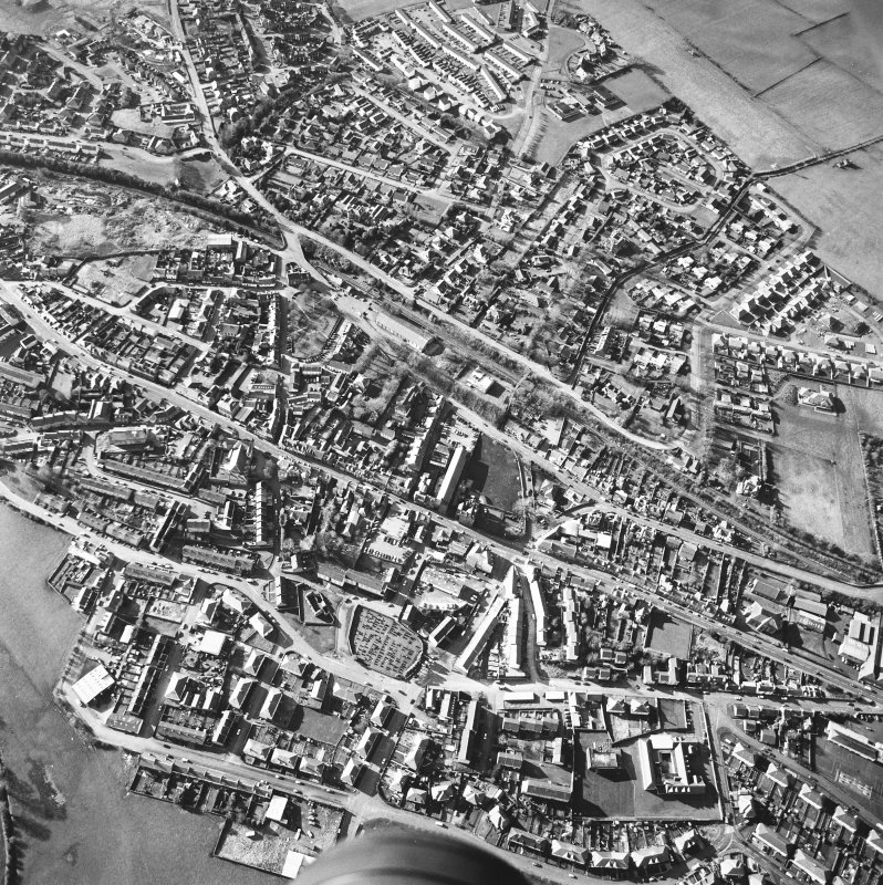 General oblique aerial view centred on the town centre taken from the ESE.