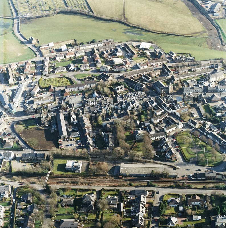 General oblique aerial view centred on the SE area of the town, taken from the NW.