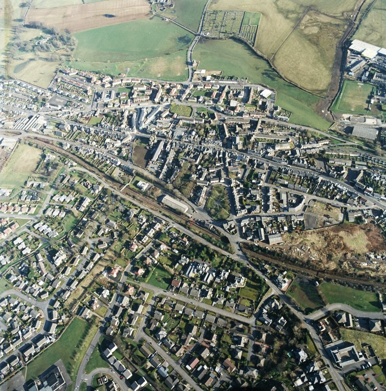 General oblique aerial view centred on the town centre taken from the NW.