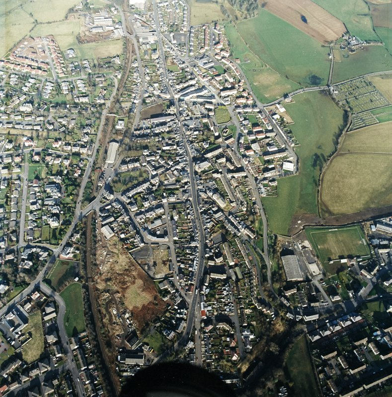 General oblique aerial view centred on the town centre taken from the SW.