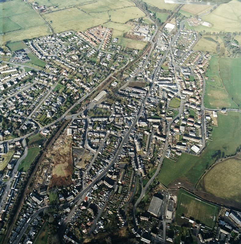 General oblique aerial view centred on the town centre taken from the SSW.