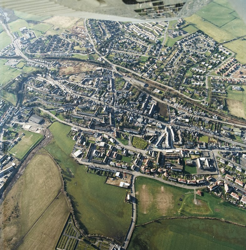 General oblique aerial view centred on the town centre taken from the SE.