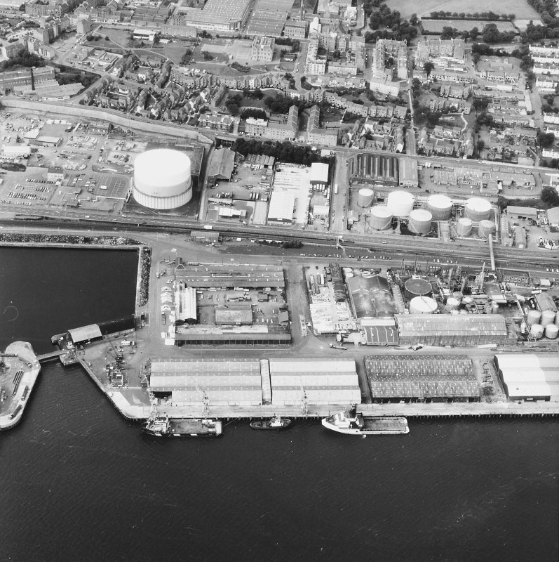Dundee, Dundee Harbour, Camperdown Dock. Oblique aerial view from South-East of Camperdown Dock and King George V Wharf.