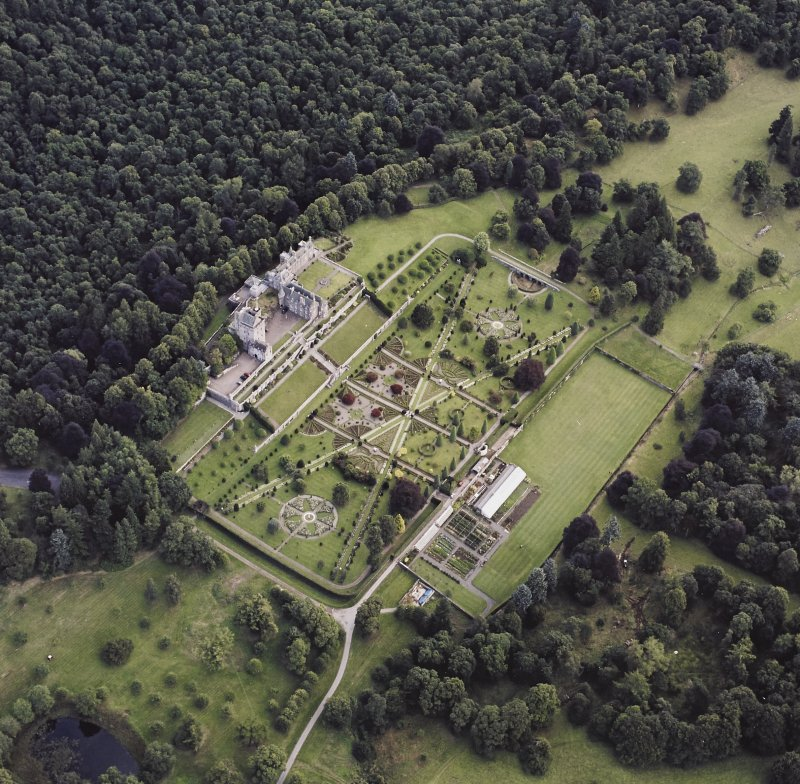 Oblique aerial view centred on Drummond Castle and gardens, taken from the SW