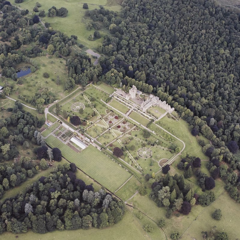 Oblique aerial view centred on Drummond Castle and gardens, taken from the SE