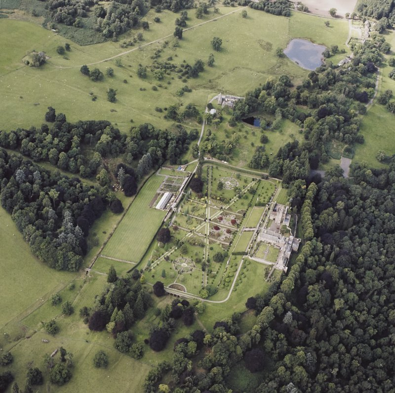 Oblique aerial view centred on Drummond Castle and gardens, taken from the NE