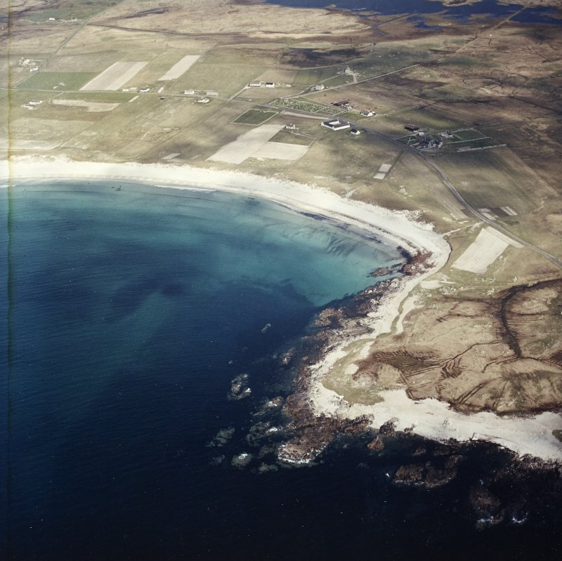 General oblique aerial view looking towards the bay of Culla across the farmhouse, the farmstead, the farmsteading and the burial enclosures adjacent, taken from the WSW