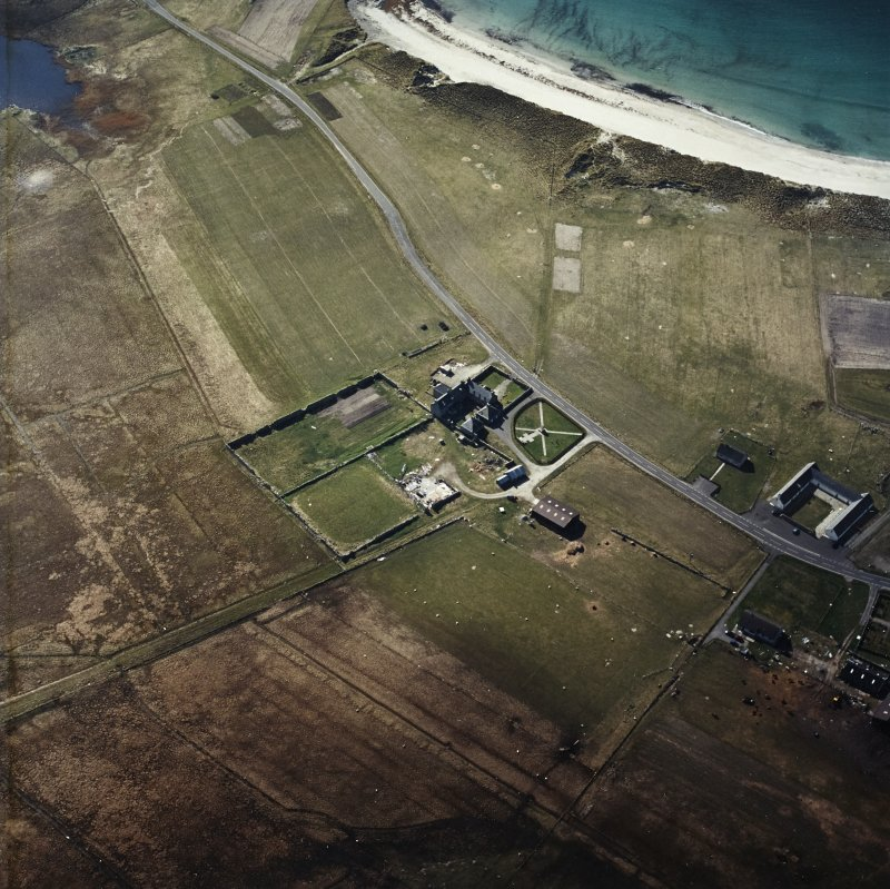 Oblique aerial view centred on the farmhouse, with the farmstead and the farmsteading adjacent, taken from the E
