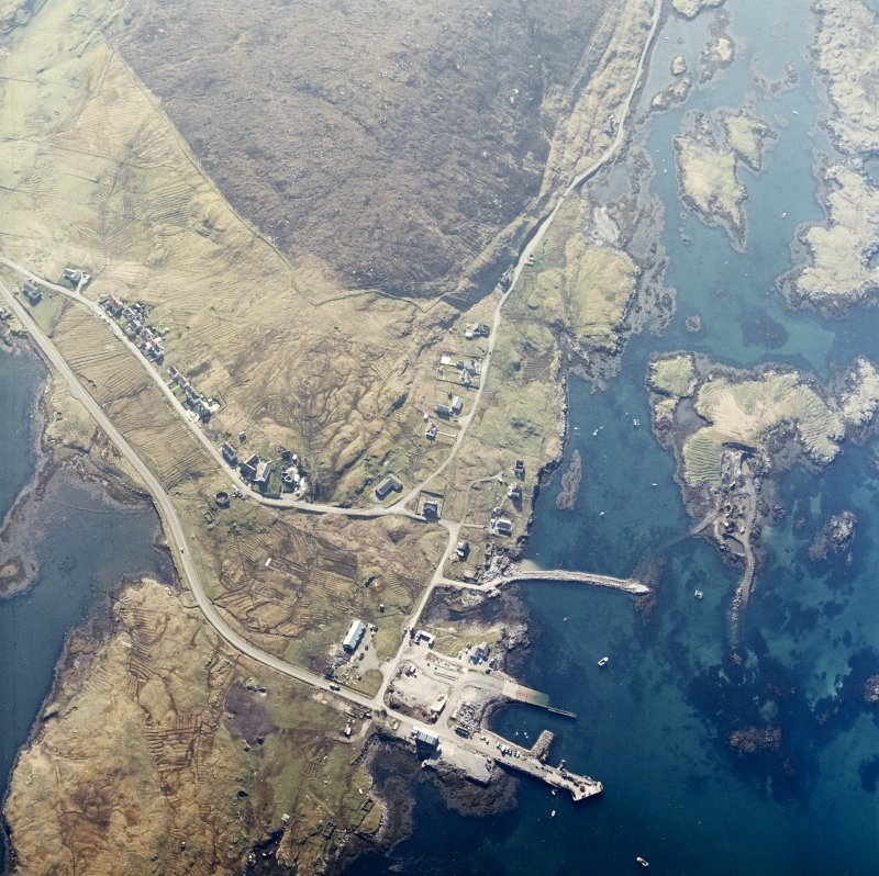 Oblique aerial view centred on the pier and the town, taken from the NW.