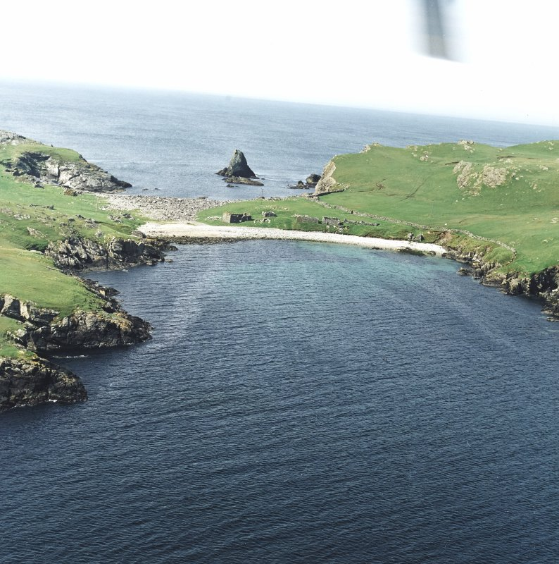 General oblique aerial view centred on the remains of the fishing station and prehistoric house, taken from the SE.