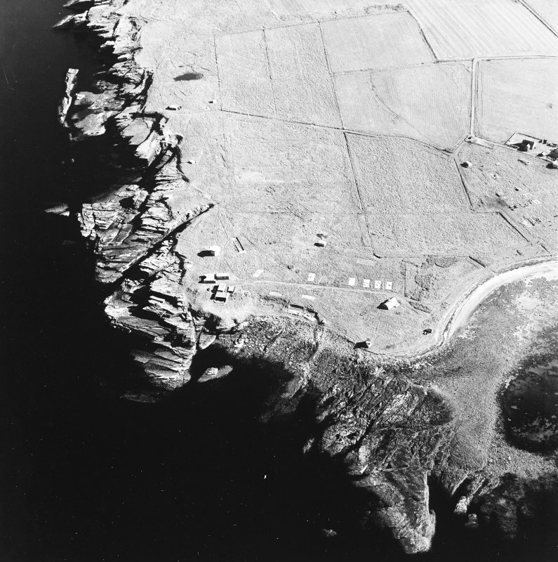 Oblique aerial view of Orkney, Rerwick Head, Rerwick Battery, taken from the N.  Visible are the gun-emplacements, battery observation tower, searchlight platforms and concrete hut bases for the accommodation camp.