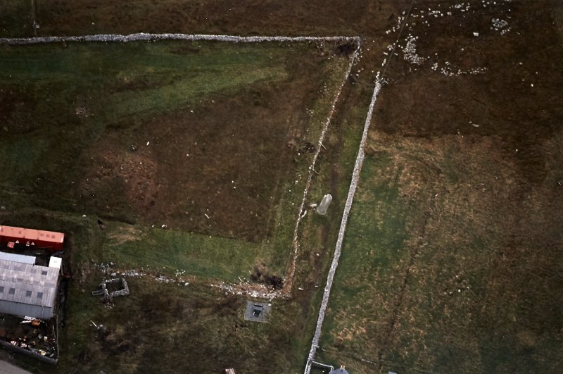 Oblique aerial view centred on the standing stone, taken from the NW.