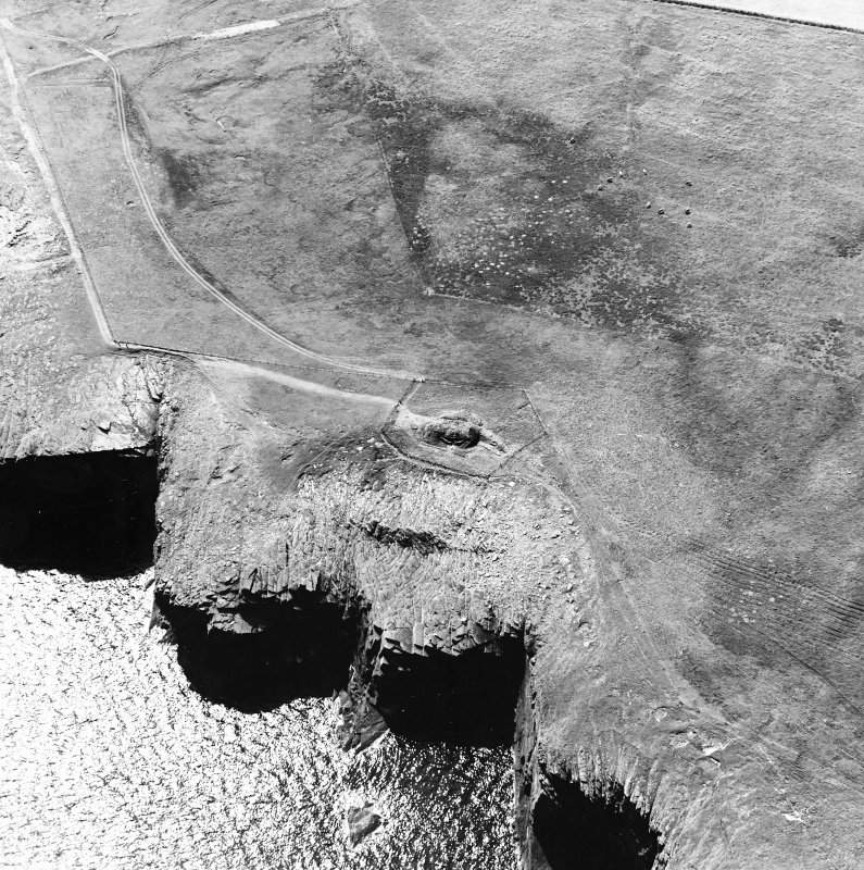 Oblique aerial view of Isbister chambered cairn, taken from the ENE.