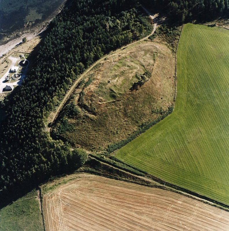 Oblique aerial view centred on the remains of the castle and the possible fort, taken from the N.