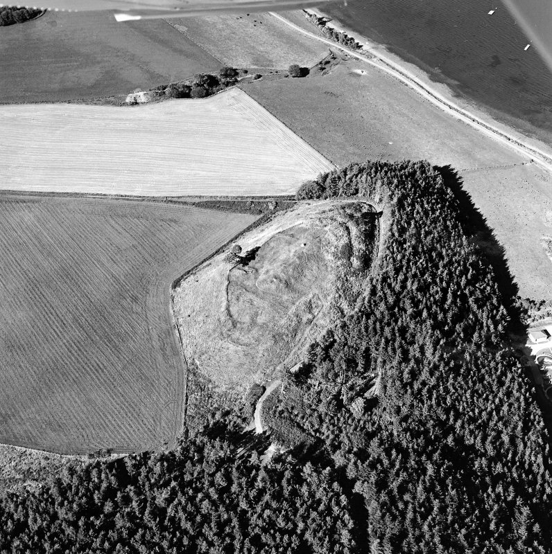Oblique aerial view centred on the remains of the castle and the possible fort, taken from the SSW.